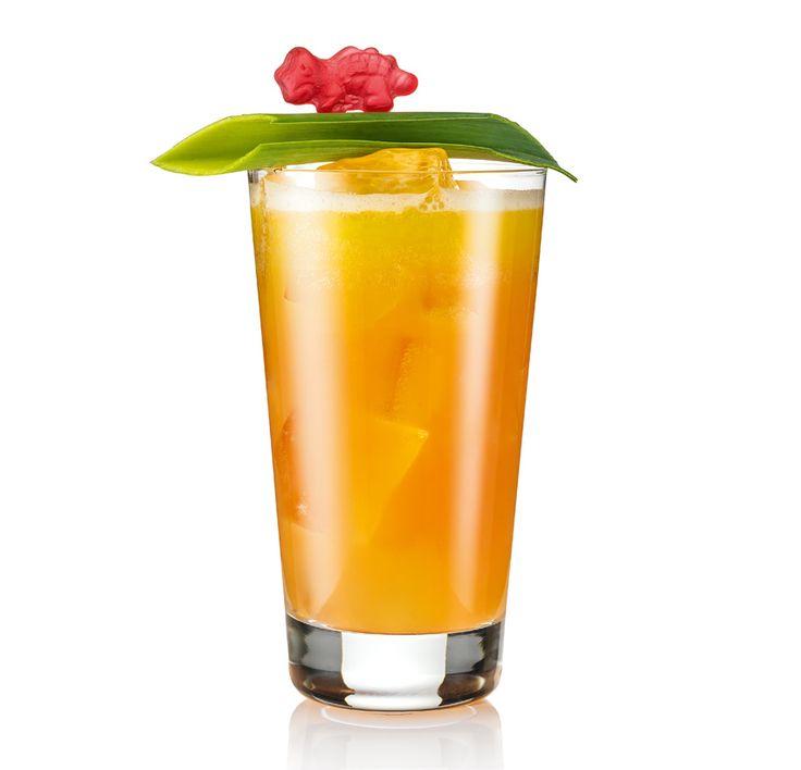 Summer Edit | Volare Cocktails. In a mixing tin add Volare Watermelon, vodka, lime juice and orange juice. Shake well and pour into a glass filled with ice. Garnish and serve.  In un mixing tin aggiungere Volare Watermelon, vodka, succo di lime e succo d'arancia. Mixare e versare all'interno di un bicchiere colmo di ghiaccio. Guarnire e servire.
