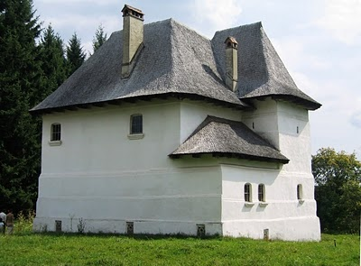 romanian typologies - fortified boyar houses called cule.