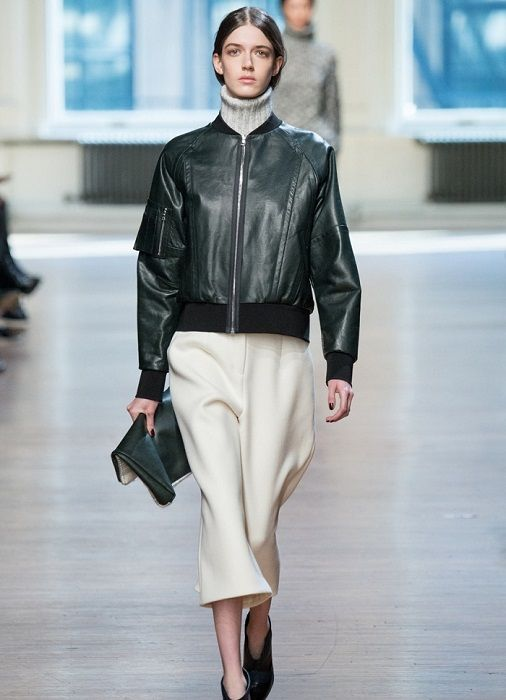 Этой осенью кожаные куртки-бомберы на пике популярности