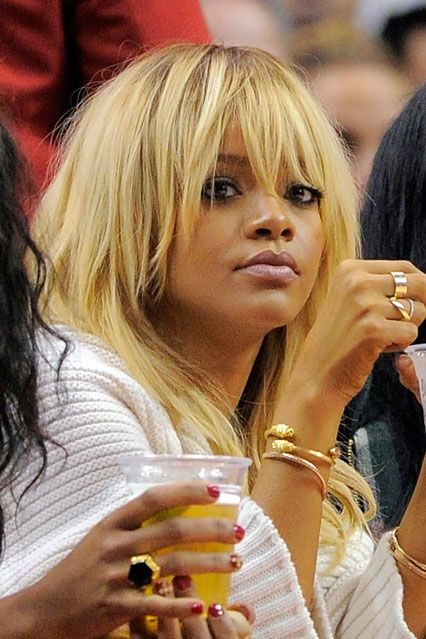 Rihanna goes blonde!