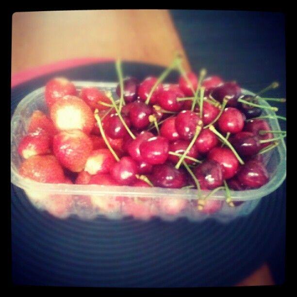 Fragole e Ciliegie raccolte dalla pianta hanno un'altro gusto! ;-) #atavolaconlatitudes
