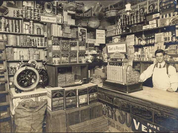 Bolton's Grocery Store at Port Melbourne c.a.1913. State Library of Victoria.
