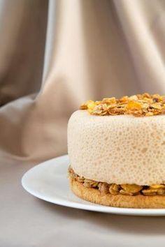 Предлагаю Вам элегантный, невесомый, но очень вкусный тортик. ИНГРЕДИЕНТЫ: Бисквит: 1 яйцо (отделить белок от желтка) 1 ст.л. горячей воды 1 ст.л. сахара 1 ст.л.…