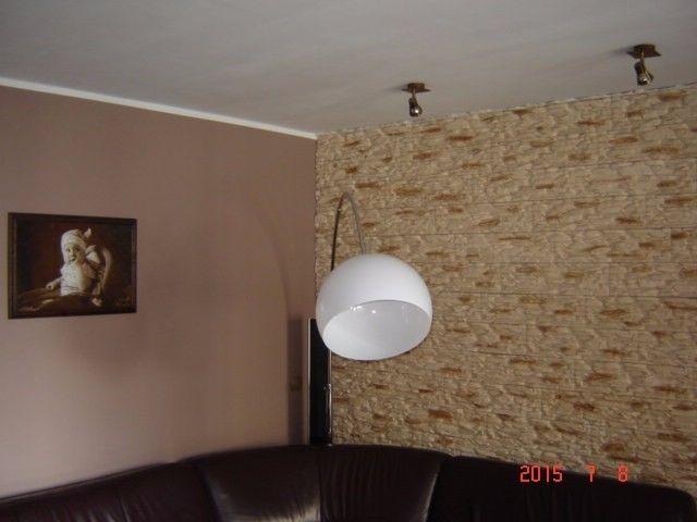Do kupienia klimatyczny, rozkładowy apartament dwupoziomowy na ulicy Jana Ostroroga w Lesznie wielkopolskim. Składa się z dwóch poziomów połączonych schodami drewnianymi. Apartament znajduje się na 3 piętrze i składa się