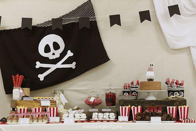 Nice Party Una mesa de dulces en una fiesta pirata