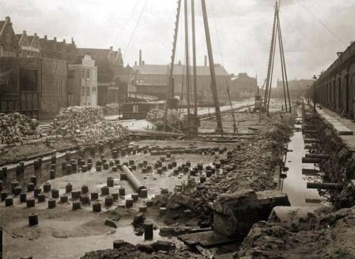 Amsterdam, demping Eilandsgracht rond 1920 (nu Onder de Bogen).