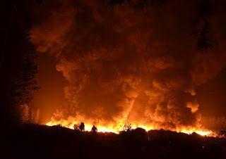 """14 lutego we wsi Brożek (Lubuskie) wybuchł pożar na składowisku odpadów który obijał obszar obejmujący 1,5 ha. Z ogniem walczyło 17 jednostek przeciwpożarowych. Cała akcja trwała ponad dobę. Niestety w wyniku pożaru została zniszczona znaczna część odpadów do recyklingu. Jak czytamy na stronie Recyclix """"Na szczęście zakład i magazyn był ubezpieczony"""""""