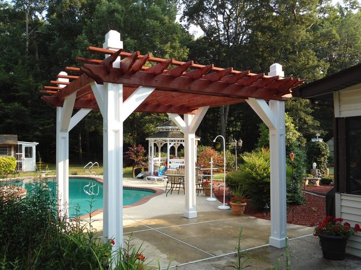 Custom built pergola painted and stained custom builds for Whirlpool garten mit balkon pergola