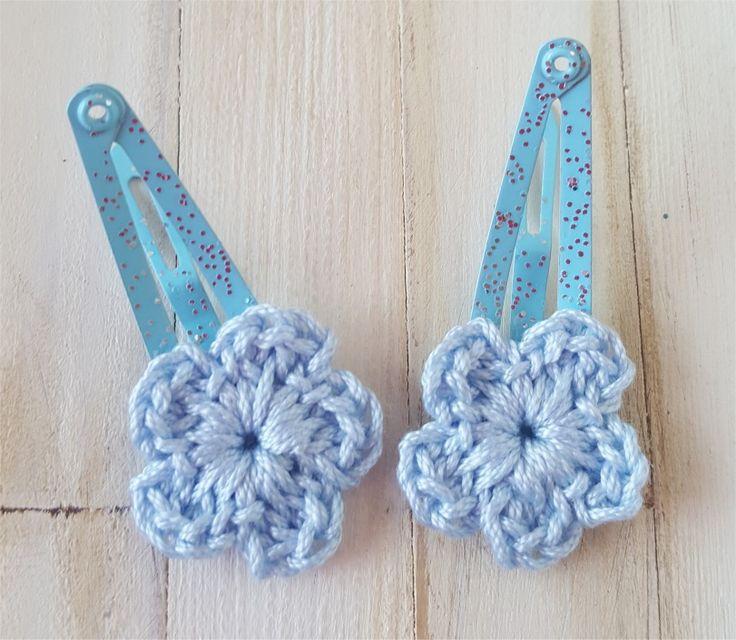 Duo de barrettes bleues avec fleur au crochet : Jeux, jouets par atelier-crochet