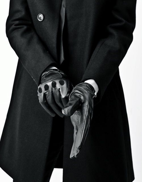 Great Gloves // a study in black. Coat and elegance for men