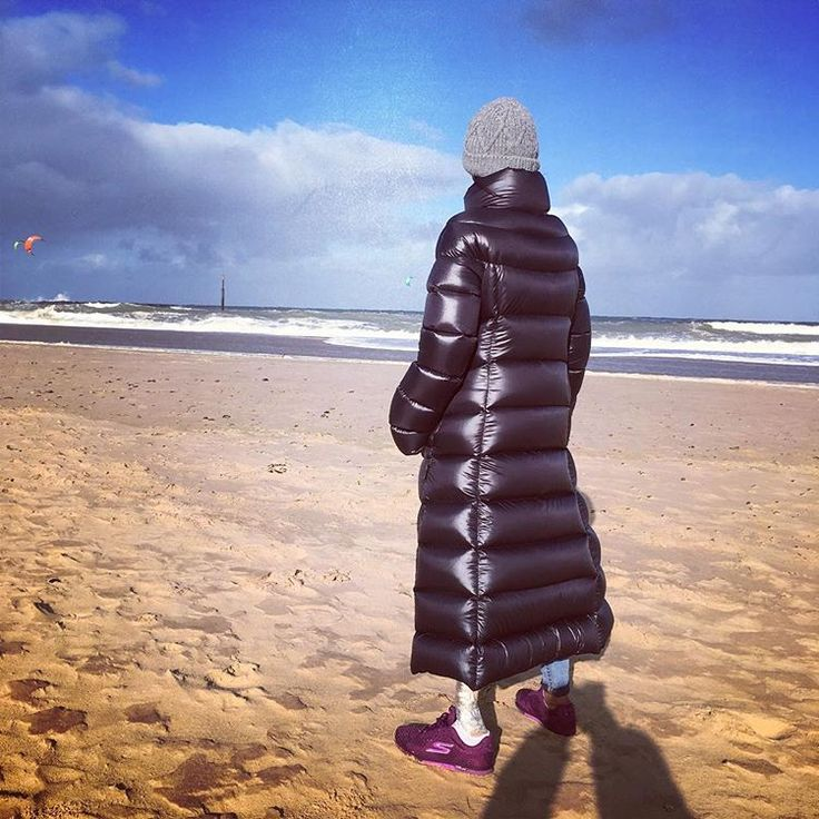 Gale on the beach? No problem with Bengal Down Clothing super light full length down coat #beachwalk #windyday #outdoors #puffajacket #downjacket #downcoat #winterstyle #fall2017 #pufferjacket #quiltedjacket #duvetcoat #stylist #celebritystyle #puffy #warmclothes #londonstyle #blackcoat #shiny #kitesurf #surfer #longcoat #norfolk #eastanglia #daysout #getthelook