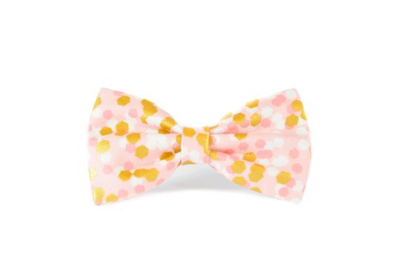 *.*.*.*.*.* HOLIDAY DELIVERY ORDER DEADLINES *.*.*.*.*.* USA: DECEMBER 5, 2016 CANADA: DECEMBER 5, 2016 INTERNATIONAL: NOVEMBER 25,2016  Pink and Gold Metallic Pet Bow Tie - attaches to any collar up to a 1.5 width with two double-sided velcro tabs - lined with interfacing to maintain structure and shape - available in a 3 width, 4 width or 5 widths which can be chosen based on your preference - pattern placement will vary slightly with each size - Sold separately from collar  Hand wash and…