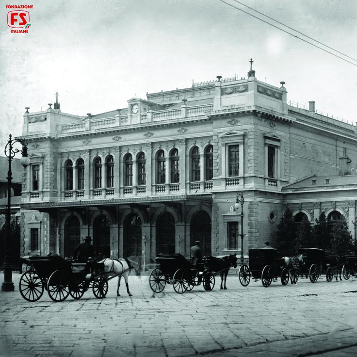 Piazzale esterno della stazione di Trieste Centrale (1919)