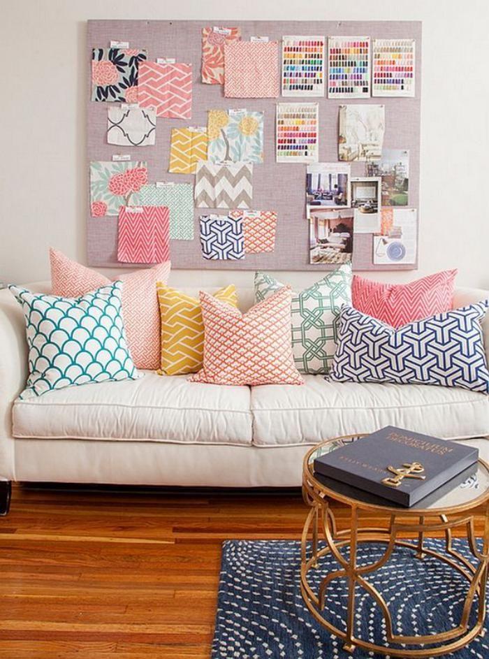 canapé beige, canapé en couleur crème, prints graphiques sur beaux coussins déco