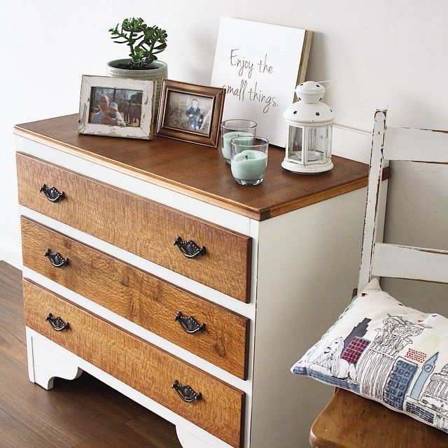 This beautiful vintage dresser is made of silky oak and veneer, making it light but very sturdy. The body has been painted Aged White and finished with a satin varnish. The top and drawers have been finished with Danish Oil to enhance the vibrant colour and beautiful silky oak grain.