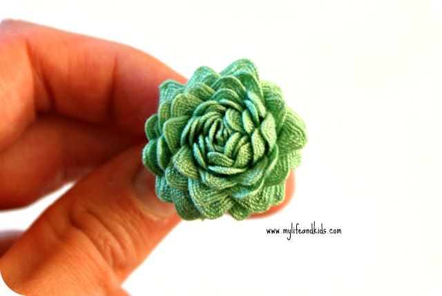 Ric Rac Roses on Craft-o-Maniac - tutorial by Anna @ My Life and Kids