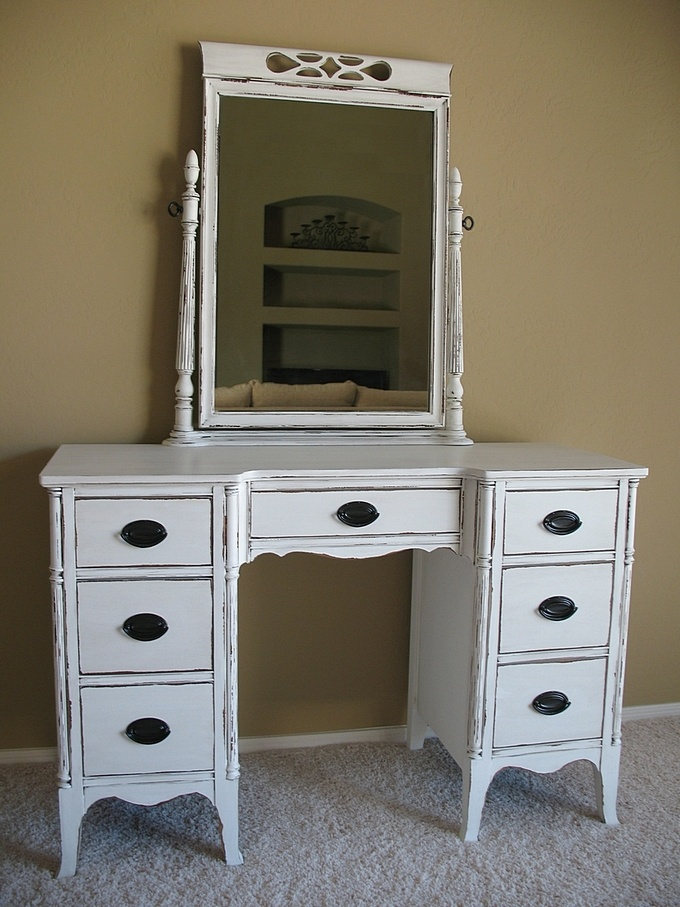 white bedroom vanity 17 best images about bedroom diy painted furniture on 13836