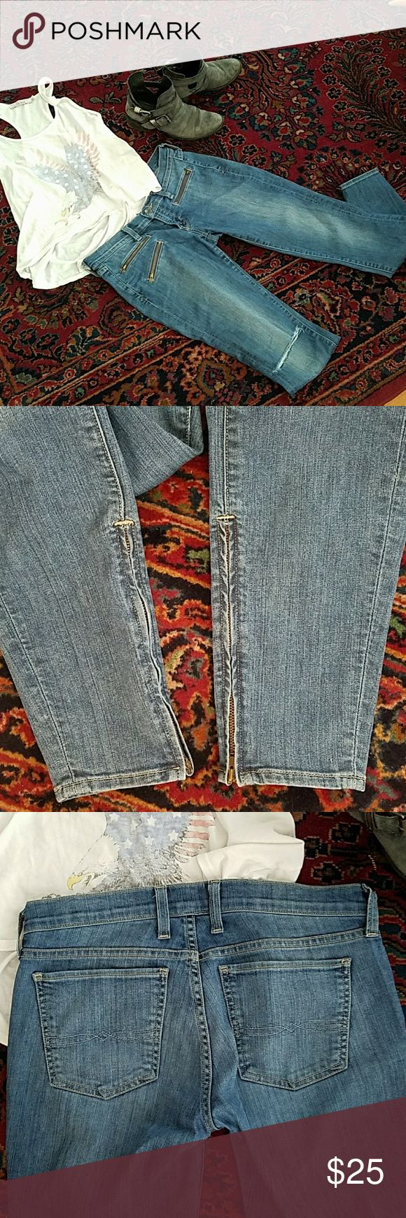 Lucky Brand Moto zipper Charlie's size 4 27 skinny These jeans were definitely one of my favorite go-to's of all my lucky brands with a super low waist, nice thin stretch denim, zippered ankle,and skinny leg. I got them when I worked at the Lucky Brand Boutique these are not from the outlet. Only signs of wear are one hole in the knee, and one of the ankle zippers lost its pull, though it still works perfectly. These are medium light wash. Lucky Brand Jeans Skinny