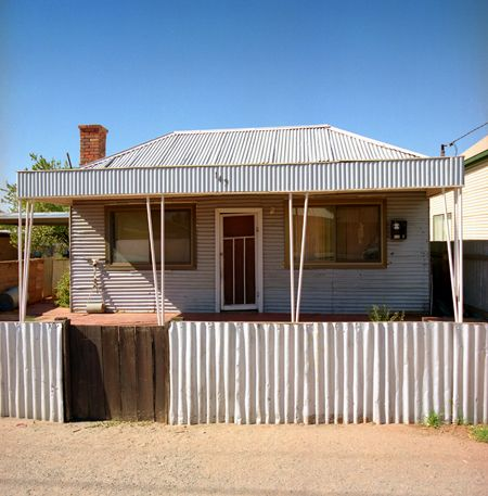 Broken Hill house with plenty of corrugated iron. Actually was used on a stamp. © Eric Sierins photo.