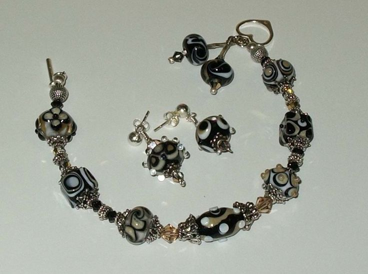 Lampwork beads by Elizabeth Creations, love this! Mine