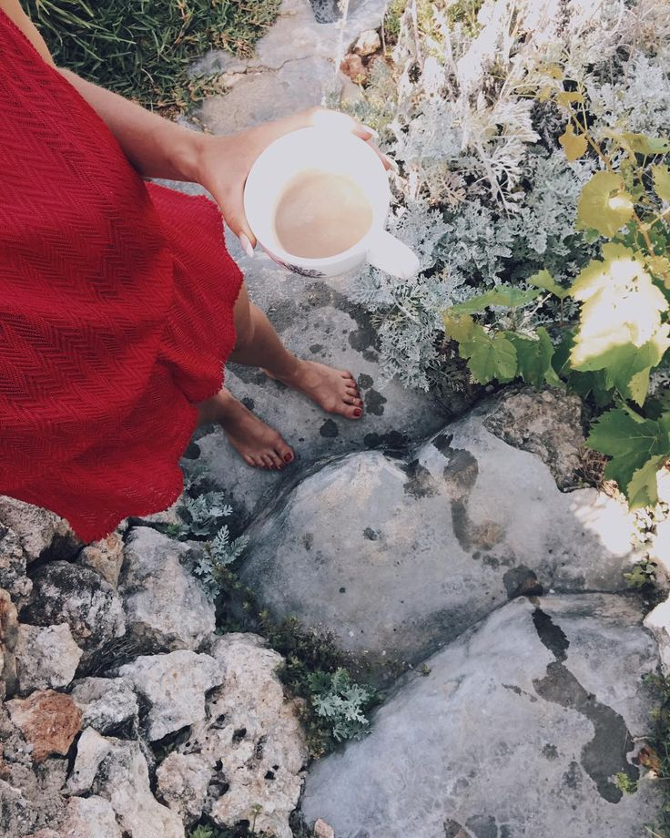 Homemade coffee in the afternoon sun ☀️☕️ Im standing on our little path that leads down from the house to our private swimming spot. Dont want to walk further because my sister is there and she just got caught up by some swimming Spanish admirer... Or should I rescue her 😉 Just a little live snap from a normal family holiday ✌️💕 #mumbaistockholmtravels #mallorca