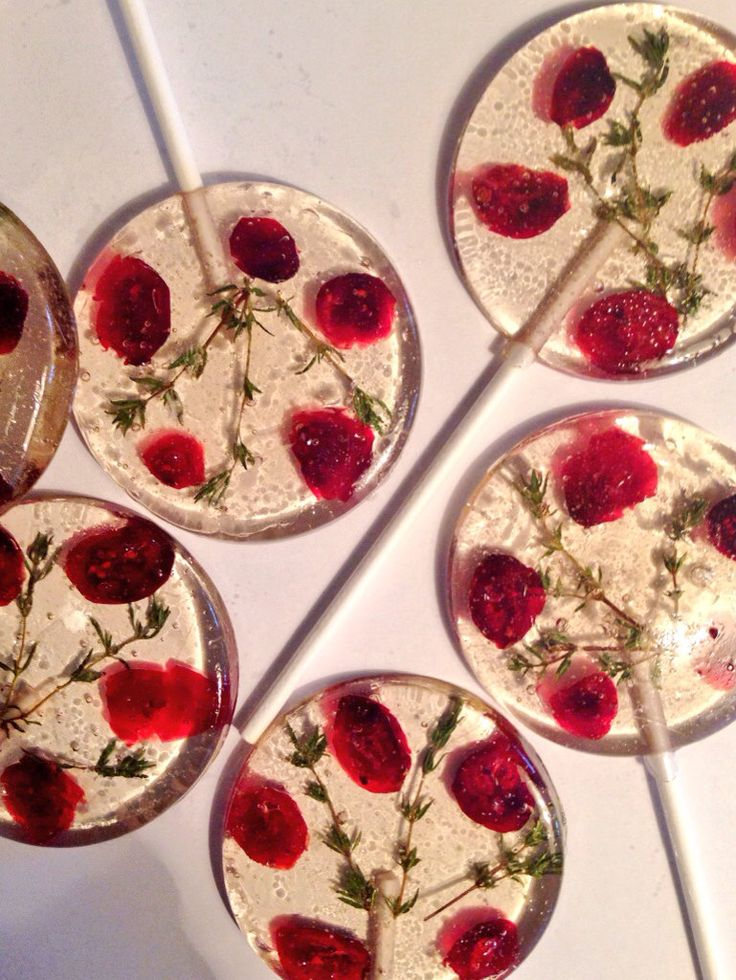 3 Natural Cranberry Flavored Lollipops With Sweetened Dried Cranberries And Organic Thyme Sprigs