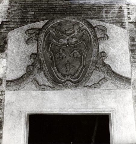 Anonimo , Anonimo romano sec. XVII - S. Urbano alla Caffarella: Stemma di Urbano VIII Barberini - insieme
