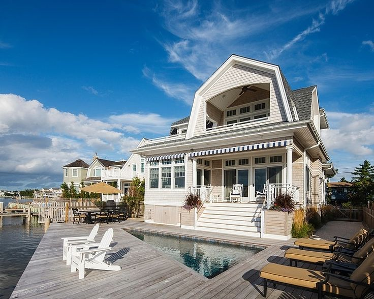 Charming coastal home! #beachhome #coastalhomes #cottages