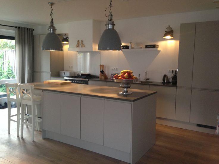 25 beste idee n over grijze keukens op pinterest grijze kasten metro tegel keuken en keuken - Kleur grijze leisteen ...