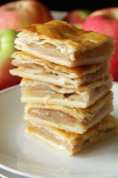 Apfelkuchen aus Topfenteig Rezept von Living on Cookies