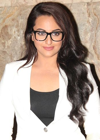 I have to bow down to Sonakshi's work in Lootera, says mom Poonam Sinha!