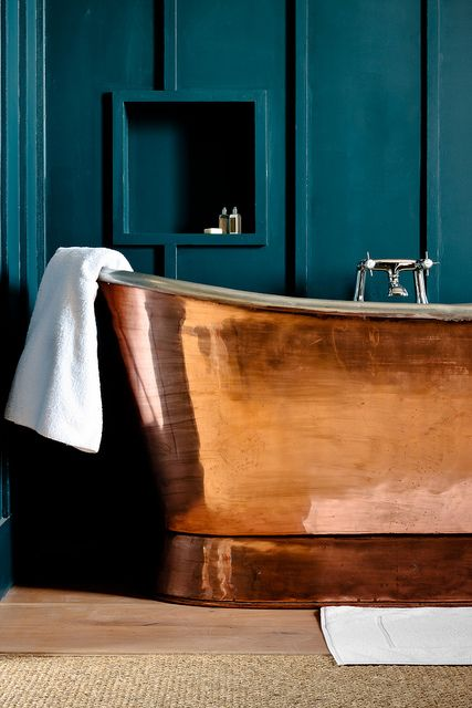 wall color & tub- Number 38 Clifton Bristol