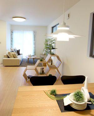 縦長リビングにどうやって家具を配置する?縦長リビングレイアウト ... 出典liberacrast.blog.shinobi.jp