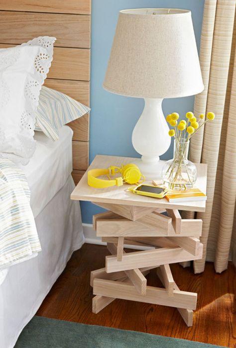 Необычная прикроватная тумбочка в минималистском стиле, однозначно, понравится людям, которые ценят свободное пространство, простоту и точность.