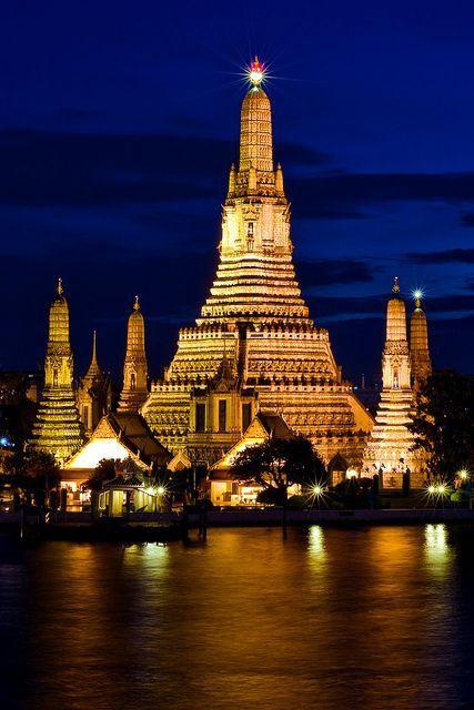 Beautiful Wat Arun Temple in Bangkok http://www.bangkokairportcarrentals.com
