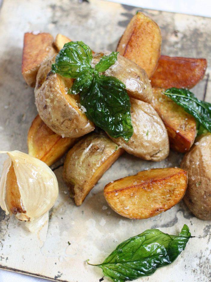 にんにくは皮をむかずにそのまま揚げるのがポイント。見た目もなんだかおしゃれに。|『ELLE gourmet(エル・グルメ)』はおしゃれで簡単なレシピが満載!