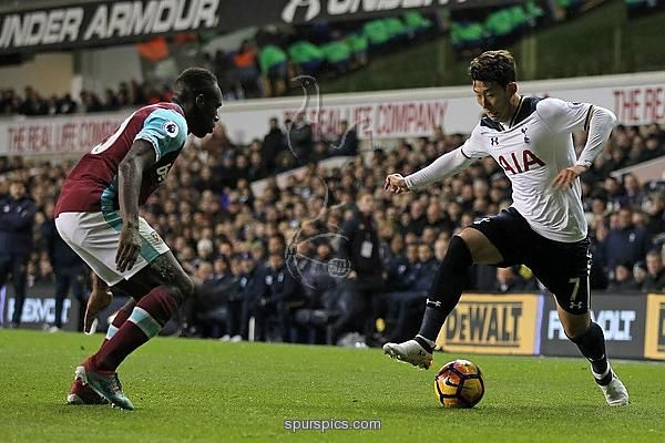 Tottenham Hotspur's South Korean striker Son Heung-Min (R) vies with West Ham United's English midfielder Michail Antonio during the English Premier League football match between Tottenham Hotspur and West Ham United at White Hart Lane in London