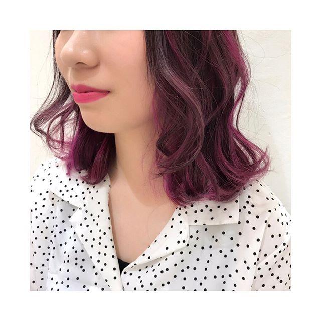 WEBSTA @ miyo_ar - *PINK‼︎‼︎‼︎💗**ベースはピンクアッシュ💓ラベンダーとレッドをMIXしてツヤも意識しつつ、もうすぐ夏なのでアッシュも混ぜて透明感もUP✨ブリーチでランダムにホイルをとって、上からPINKを乗せたよ🤗🤗💕可愛すぎることになった!😭💓*長さも10cmCUTしたよ✂︎*いつもいつもわくわくするカラーをさせてくれてありがとう💓次回はビビットなパープルも入れよう💓**#カラフル #colorful #ピンク #pink #派手 #派手髪 #ホイルカラー #カラーメッシュ #カラー #インナーカラー #マニキュア #マニパニ #ブリーチ #ダブルカラー #color #カラーモデル #カラフルカラー #派手カラー #湘南 #藤沢 #kenje #あらまきみよ #みよ#linabeautygarden