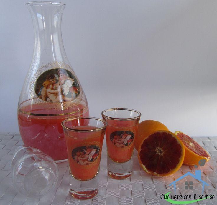 Il liquore di arancia è una rivisitazione del limoncello per riciclare le bucce delle arance che altrimenti sarebbero state buttate.