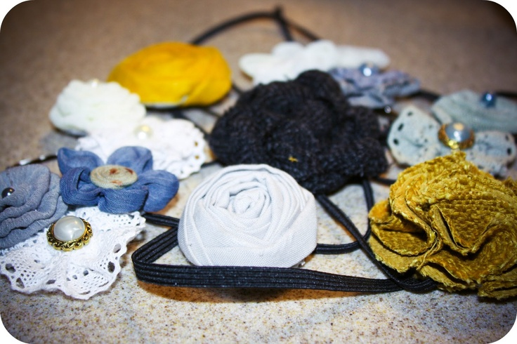 Super cute flowers with directions to make yourself into headbands & pins: Features Friday, Diy Flowers, Fabric Flowers, Diy Headbands, Hair Bows, Fabrics Flowers Headbands, Make Fabrics Flowers, Bows Ideas, Flowers Tutorials