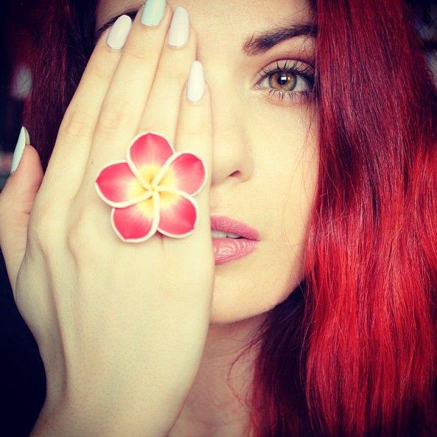 amazing vana papadopoulou  love her#follow her# https://www.youtube.com/user/vanasuper  kiradonjewelfriend#kiradonjewel#plumeria#ring#beatifulchica#loveher#redness