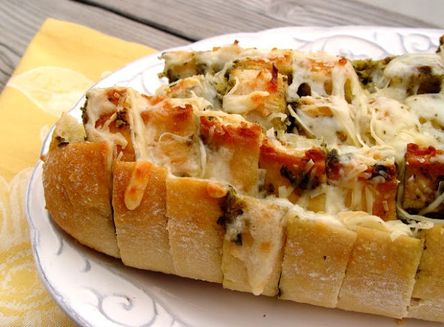 cheesy pesto pull apart bread. yum!: Appetizers Parties, Easter Dinners, Dinners Recipes, Pesto Breads, Jamie Cooking, Cheesy Pesto, Printable Recipes, Pull Apartment Breads, Pesto Pull Apartment