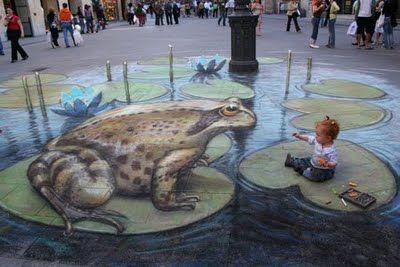 Amazing Art - The Chalk Guy, Ben Glenn...a large toad checking out a tiny girl.