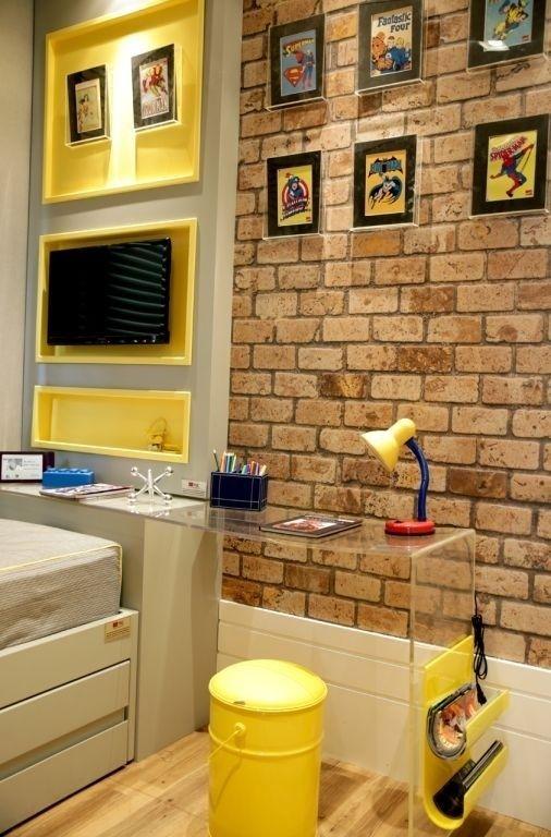O espaço pequeno do quarto foi bem aproveitado e se transformou num escritório super fofo!
