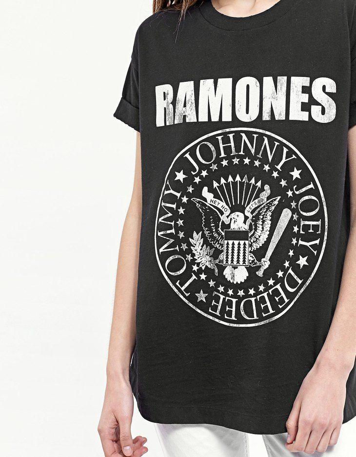 Bei Stradivarius findest du 1 Kurzarm-Shirt Ramones für nur 17.95 Deutschland . Schau jetzt rein und entdecke es zusammen mit mehr T-shirts.