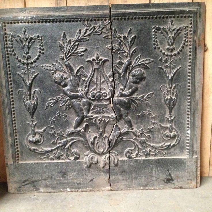 plaque de cheminée en fonte de fer décor d  angelots XIX siècle