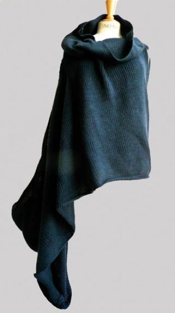 Pull asymétrique à enrouler, en coton noir , Années 1984/85: COMME DES GARCONS. Photo Eve
