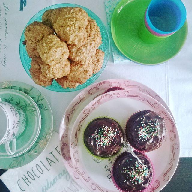 """Ετοιμάζοντας λιχουδιές για """"νεράιδες και δράκους""""... #myblissfood #weekend #playdate #bloggers #neraideskaidrakoi #cake #cookies @neraideskaidrakoi"""