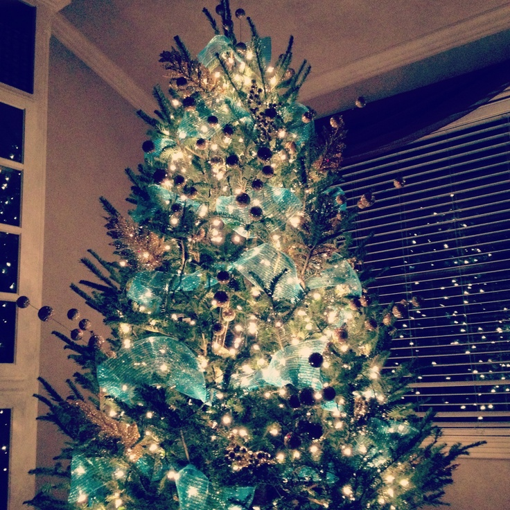 Turquoise And White Christmas Tree: Turquoise And Gold Christmas Tree.