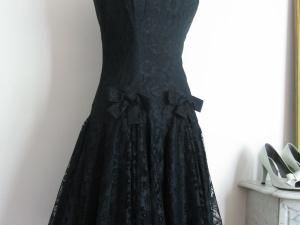 17 meilleures id es propos de robes des ann es 50 sur pinterest robes vintage mode vintage. Black Bedroom Furniture Sets. Home Design Ideas